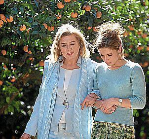 Beim Mallorca-Dreh: Jutta Speidel (l.) und Julia Brendler 2002 in Sóller.