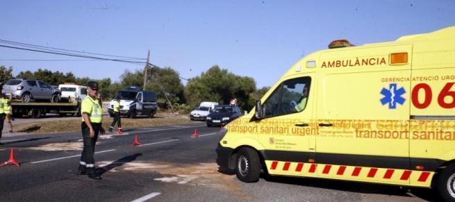 Rettungswagen und Polizisten waren am Unfallort im Einsatz.