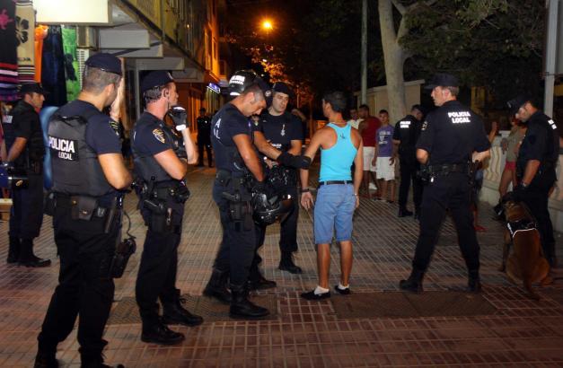 Mehr Polizisten sollen an der Playa de Palma eingesetzt werden.