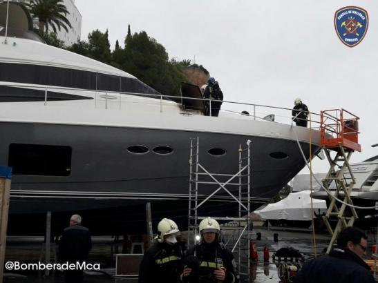 Die Yacht befand sich zum Zeitpunkt des Brandes an Land.