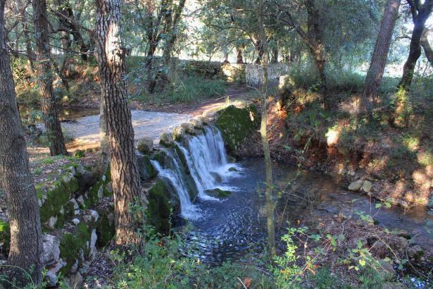 Die Regenfälle lassen inselweit die Bäche fließen, wie hier im Norden der Insel bei Pollença.