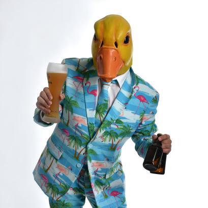 Ingo ohne Flamingo ist bekannt für seine Entenmaske und die bunten Anzüge.