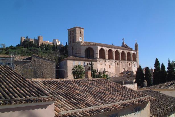 Die trutzige Wallfahrtskirche von Artà liegt oberhalb des Ortes und ist ein beliebtes Ausflugziel.
