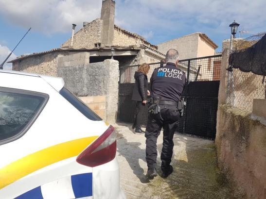 Bürgermeisterin Xisca Mora war mit der Lokalpolizei vor Ort.