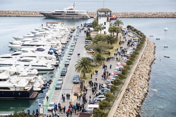 """Es werden wieder zahlreiche """"Sehleute"""" durch Puerto Portals schlendern, um die alten Autos zu bestaunen."""