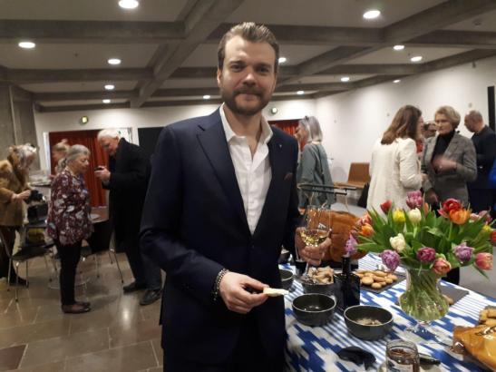 Schauspieler Pilou Asbæk machte jüngst auf einer Reisemesse in seiner Heimat Dänemark Werbung für Mallorca.