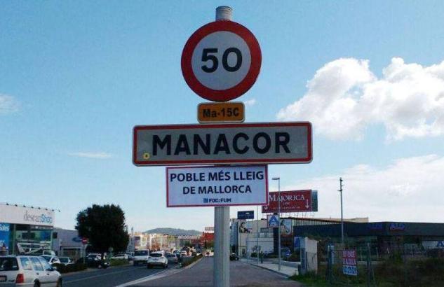 """So sähe es nach den Machern des Satire-Portals """"Foc i Fum"""" aus, wenn Manacor am Ortseingang mit seinem neuen Titel werben würde."""