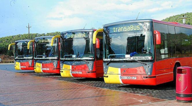 Mallorcas rote Überlandbusse.