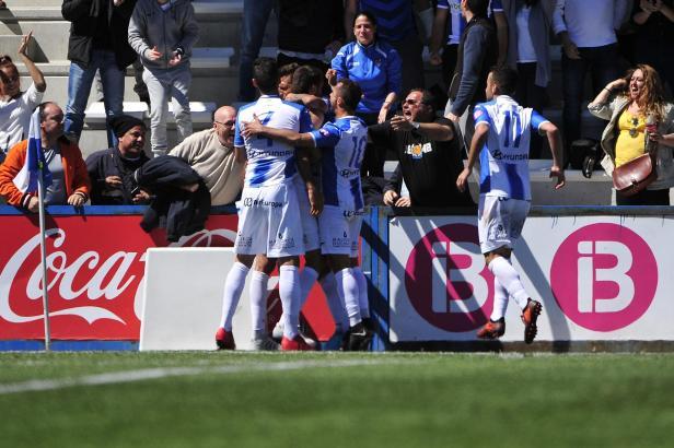 Wir sind noch am Leben! Die Atlético-Baleares-Kicker bejubeln den 1:0-Treffer gegen Hércules.