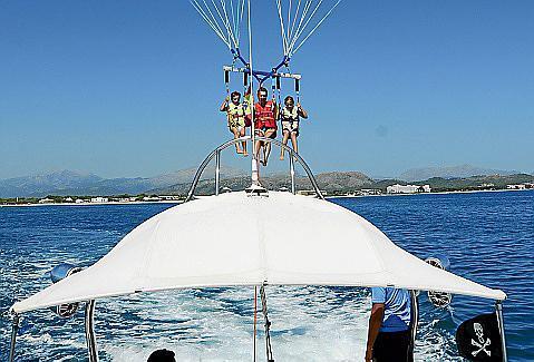 Das Parasailing gehörte viele Jahre lang zum gewohnten Bild an der Playa de Muro.