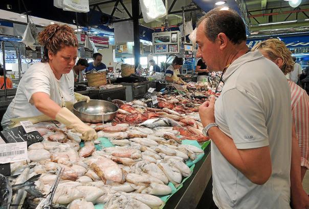 Auf dem Mercat d'Olivar in Palma gibt es eine reiche Auswahl an Tintenfischen aller Art.