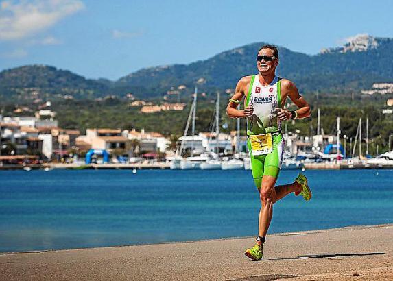 Dem 29-jährigen Belgier liegt die Strecke des Portocolom-Triathlons. Er gewann schon dreimal.