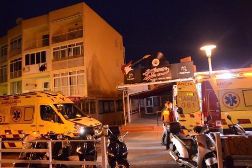 Sanitäter brachten den verletzten Mann in die Uni-Klinik Son Espases in Palma de Mallorca.