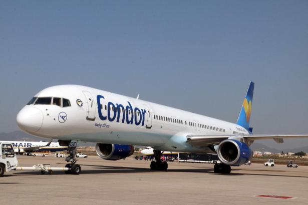 Condor-Maschine am Flughafen Son Sant Joan in Palma de Mallorca.