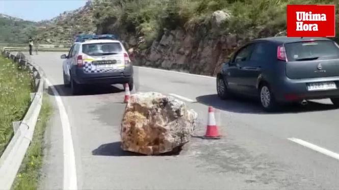 Der Felsbrocken hat einen Durchmesser von mehr als einem Meter.