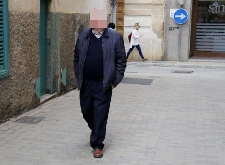 Pau R. auf dem Weg zum Gericht.