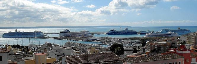 Podemos fordert im Sommer weniger Kreuzfahrtschiffe im Hafen von Palma.