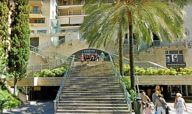 Der Fahrstuhl hoch zur Plaça Major fällt oft Vandalen zum Opfer.