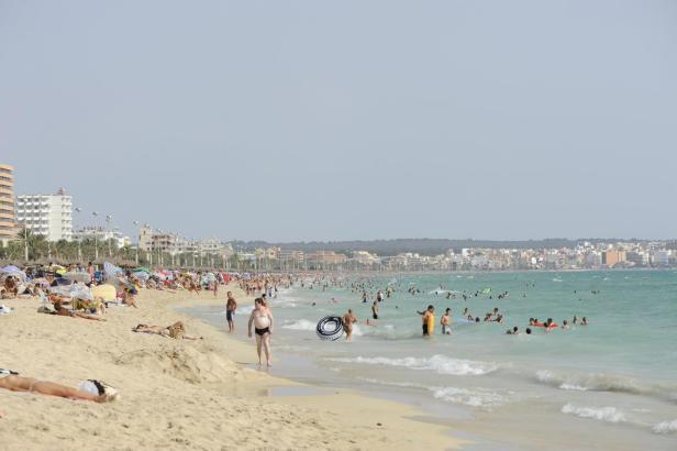 Die Playa de Palma lockt im Sommer Hunderttausende Urlauber an.