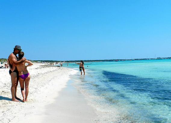 Kilometerlang zieht sich der Top-Strand von Es Trenc hin und lässt Karibik-Gefühle aufwallen.