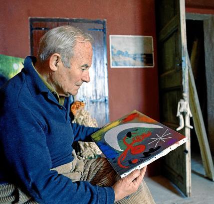 Joan Miró in seinem Atelier Son Boter. 1956 ließ sich der Künstler auf Mallorca nieder, der Insel, von der seine Mutter stammte.