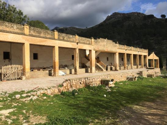 """Das Gebäude """"Ses Porqueres"""" wird in ein Wanderheim umgebaut."""