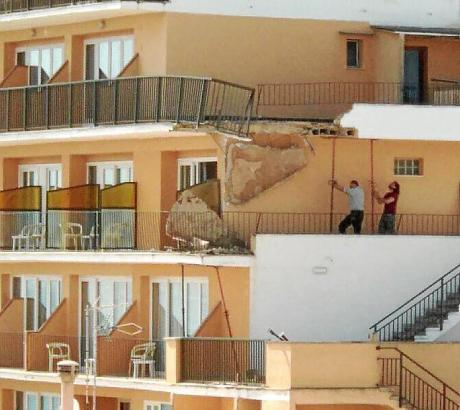 Im Hotel Encant in S'Arenal sind Teile eines Bakons abgebrochen.