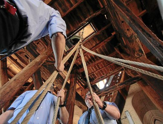 Ziehen an verschiedenen Strängen: Glockenkonzert in der Kathedrale.