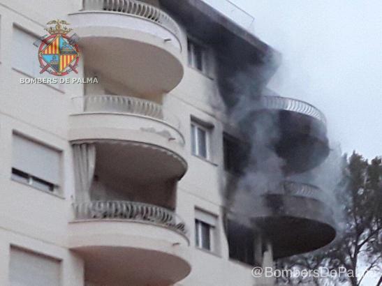 Zwei Wohnungen brannten komplett aus.