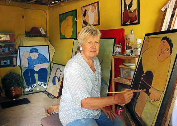 Runde, kräftige Figuren: Hanne Holze malt ihre Bilder in einem unverkennbaren Stil.