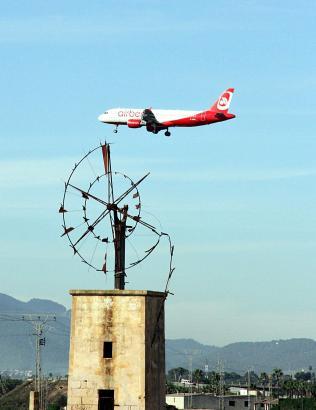 Air-Berlin-Maschine im Sinkflug auf Mallorca.
