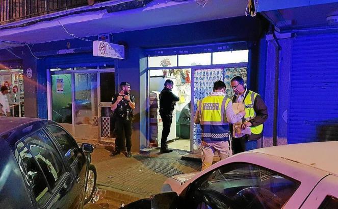 Etwa 30 Beamte gingen in Son Gotelu gegen illegal operierende Geschäfte vor.