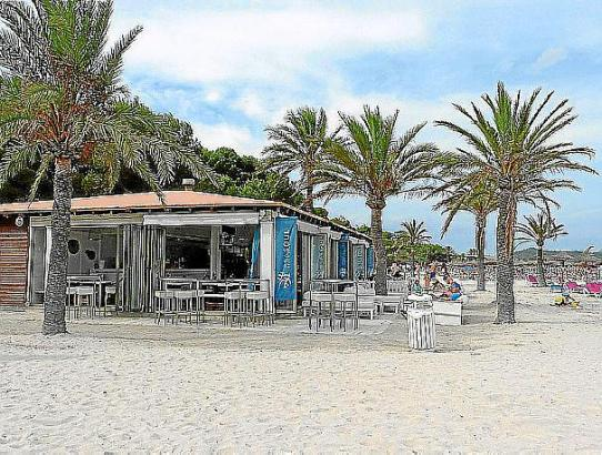 Die bestehenden sechs Beach-Lokale will die Gemeinde umbauen, um nicht gegen das Küstengesetz zu verstoßen.