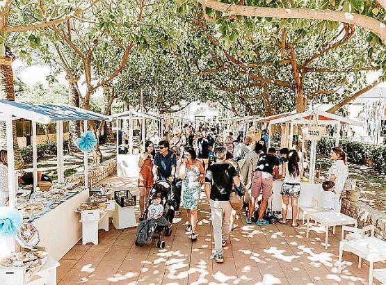 """Flanieren beim """"Farmer's Market"""" in Puerto Portals auf Mallorca."""