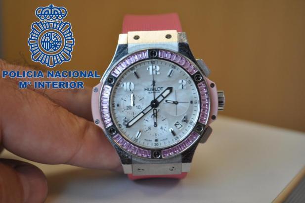 Diese Uhr stellten Polizisten im vergangenen Jahr sicher.