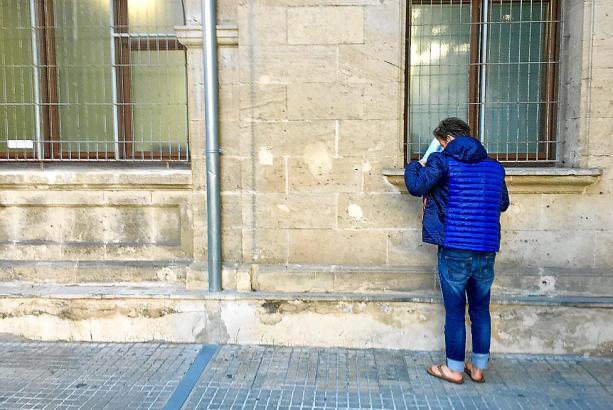 Die Deutsche am Mittwoch vor dem Gerichtsgebäude in Palma.