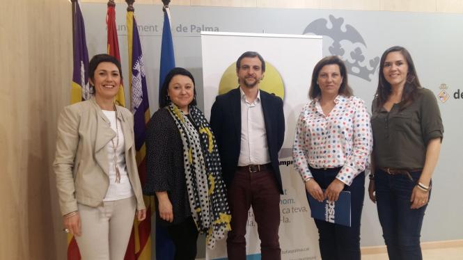Palmas Kulturdezernent Llorenç Carrió präsentierte das Vorhaben gemeinsam mit Angehörigen der Schule Monte-Sion.