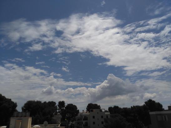 Trotz vieler Wolken dominierten am Samstag immer noch die sonnigen Abschnitte, wie hier in Can Pastilla.
