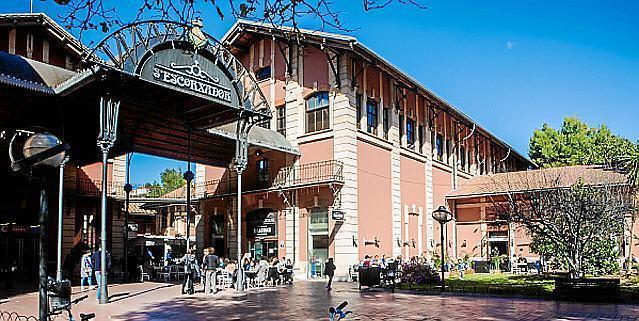 Der Gastro-Markt San Juan befindet sich im Frezeitzentrum S'Escorxador auf Mallorca.