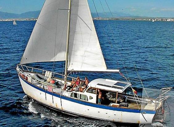 """Der Besitzer der """"Virgen del Mar II"""" ist am Montag tot an Bord seines Segelschiffes entdeckt worden."""