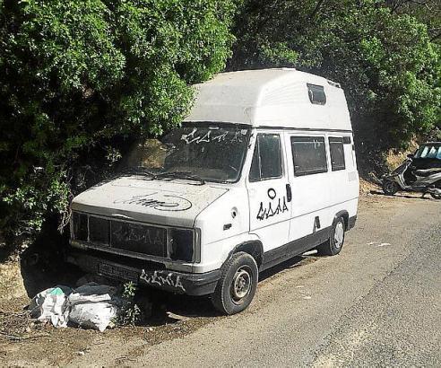 In diesem abgestellten Lieferwagen in Cala Major, ein Geschenk der Anwohner, hatte der Obdachlose die vergangenen zwei Jahre gen