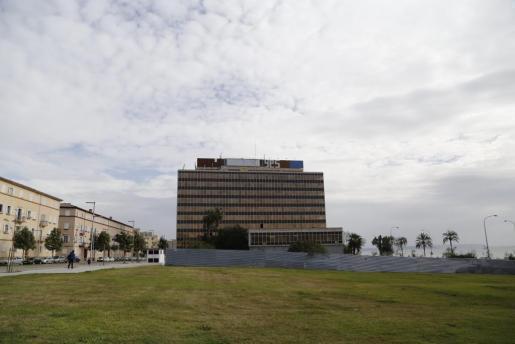 Das Gesa-Hochhaus mit den Parzellen davor. Die Wiesenstücke und das Gebäude gehen an den Stromkonzern Endesa zurück.