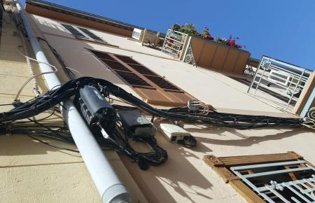 So sieht es derzeit an vielen Häuserfassaden in der Altstadt von Palma de Mallorca aus.