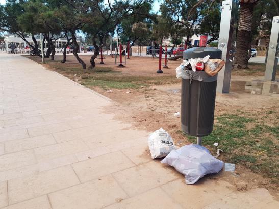 Nicht schön: So präsentieren sich viele Mülleimer am späten Nachmittag.