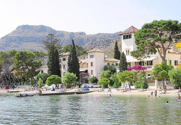 Villen in der ersten Meereslinie an der Bucht von Pollença sind gefragt bei Feriengästen.