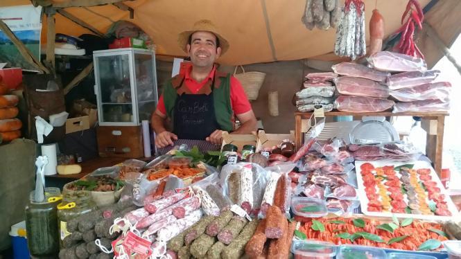 Rund 300 Händler verkaufen auf dem Markt von Sineu ihre Produkte.