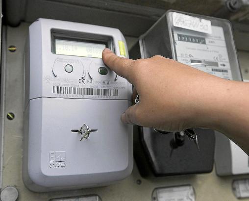 Moderne Stromzähler übermitteln den Stromverbrauch digital an Endesa.