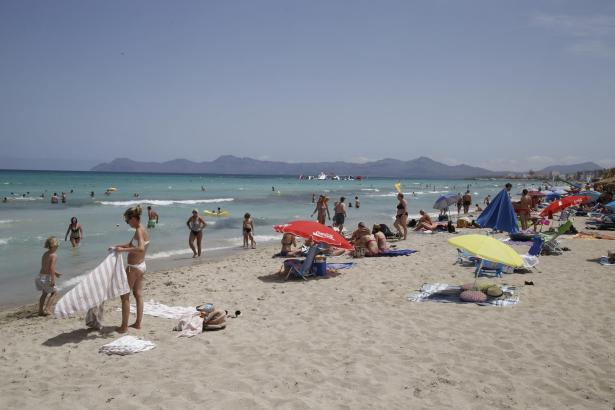 Die Playa de Muro ist bei Einheimischen und Urlaubern beliebt.