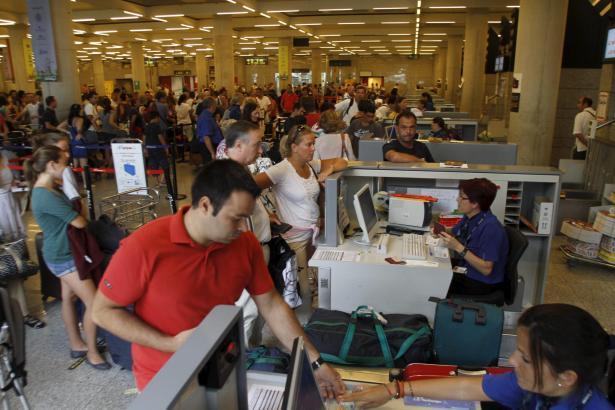 Residenten sollen doch noch in diesem Jahr in den Genuss ermäßigter Flugpreise kommen.