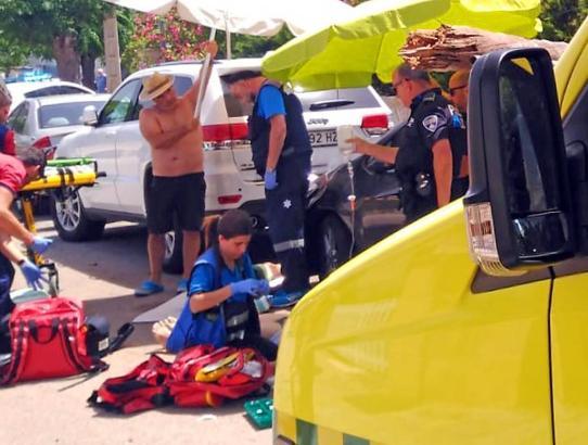 Die beiden Opfer wurden zunächst vor Ort behandelt.